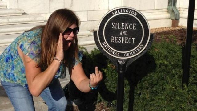 Неудачная фотография в Facebook стоила ей работы