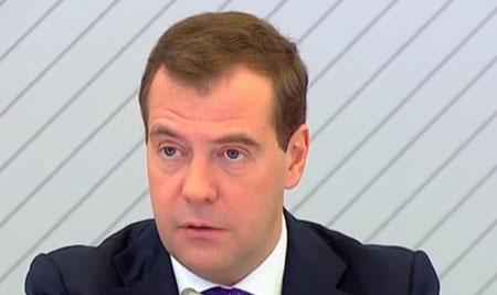 «Я только что провел двухчасовое налоговое совещание, коллективное мнение – нет», - заявил премьер-министр РФ Дмитрий Медведев журналистам